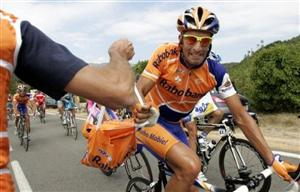 Juan Antonio Flecha grabbing a musette bag of food during the 2007 Tour de France - piscture from daylife.com