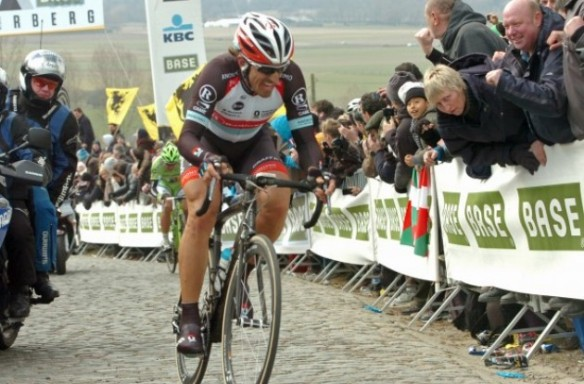 radioshack_fabian_cancellara_attacks_tour_of_flanders_2013_ronde_van_vlaanderen_2013